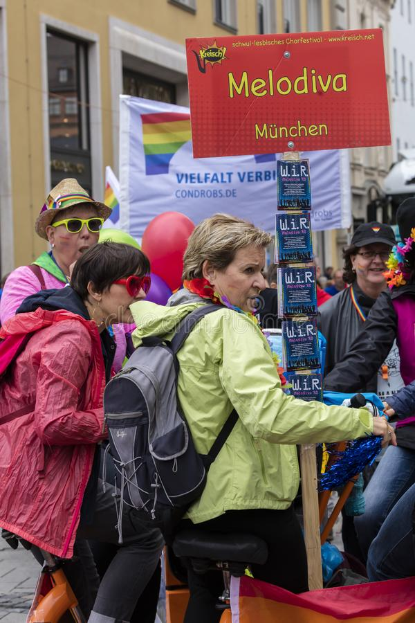 2019: Ludzie uczęszcza Gay Pride paradują także znają jako Christopher dnia Uliczny CSD w Monachium, Niemcy obraz stock