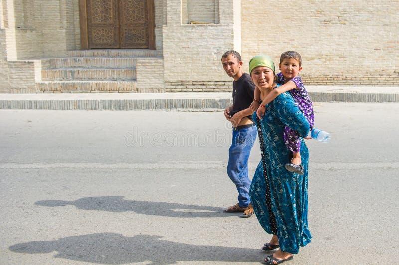 Ludzie w BUKHARA, UZBEKISTAN zdjęcie stock