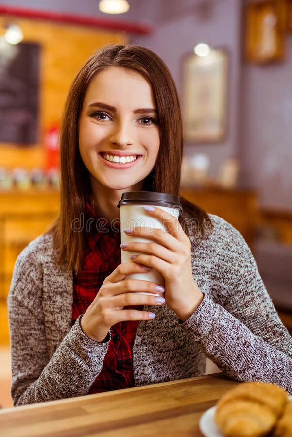 Ludzie w kawiarni obrazy royalty free