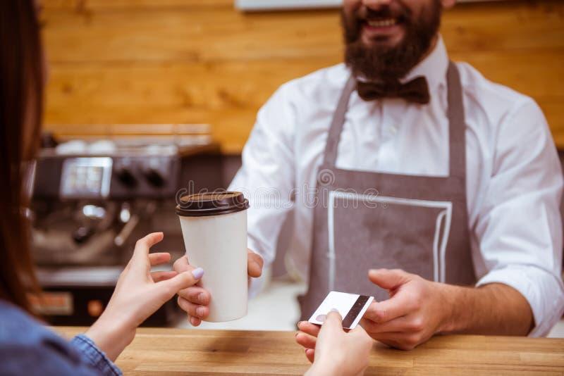 Ludzie w kawiarni zdjęcie royalty free