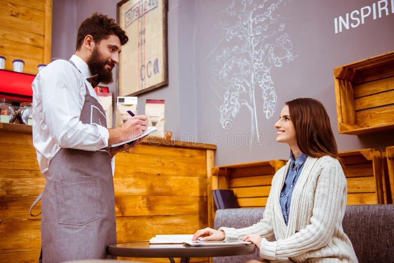 Ludzie w kawiarni zdjęcie stock