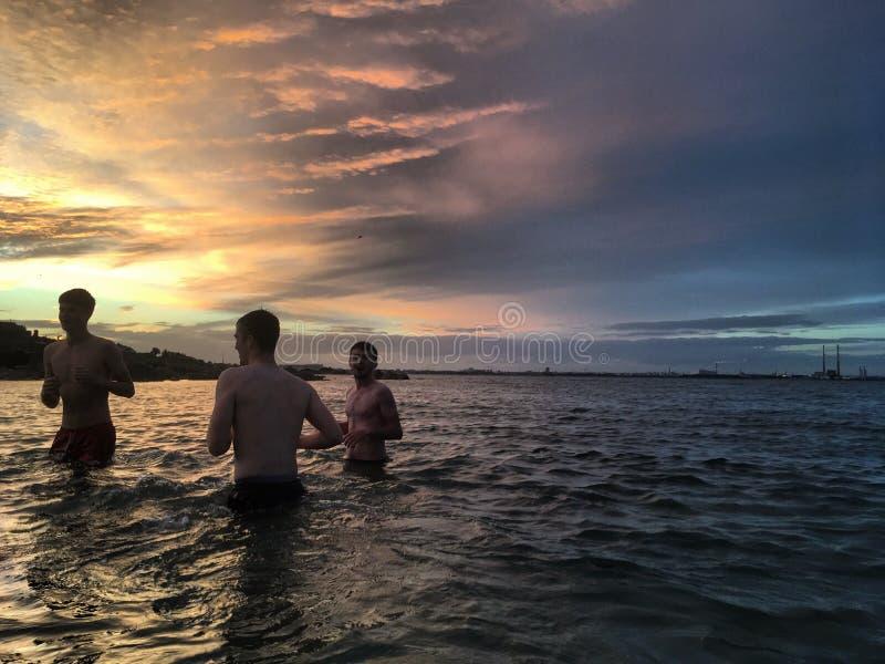 Ludzie w morzu zdjęcia royalty free