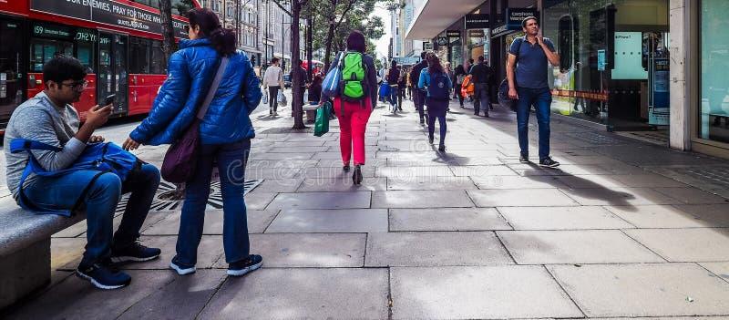 Ludzie w Oksfordzkiej ulicie w Londyn (hdr) obrazy royalty free