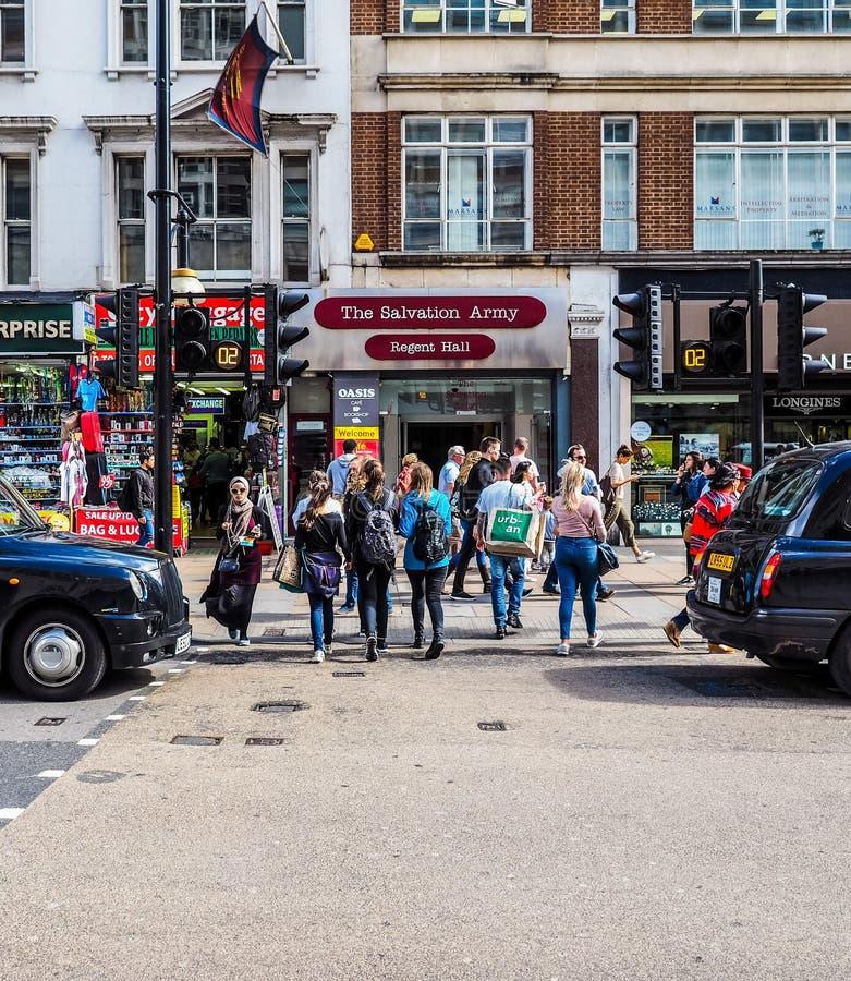 Ludzie w Oksfordzkiej ulicie w Londyn (hdr) zdjęcie stock