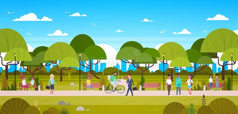 Ludzie W Parkowy Relaksować W Miastowej naturze Nad miasto linii horyzontu tła Chodzącym Jeździeckim bicyklem I Komunikować royalty ilustracja