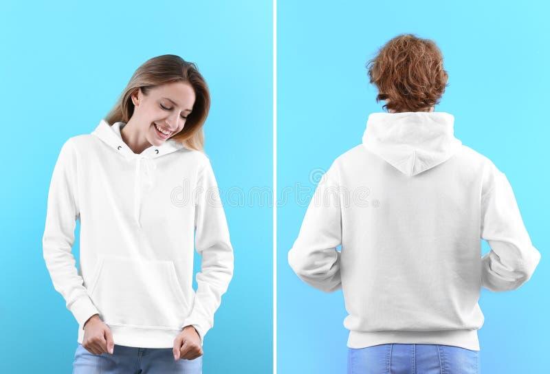 Ludzie w pustych hoodie pulowerach na koloru tle, przodzie i tylnych widokach, obrazy stock