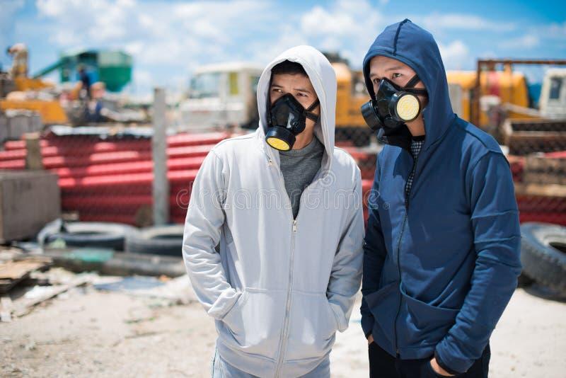 Ludzie w respiratorach obraz royalty free