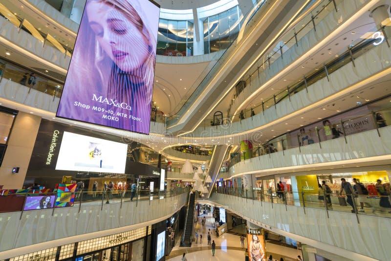 Ludzie w zakupy centrum handlowym w Hong Kong zdjęcia royalty free