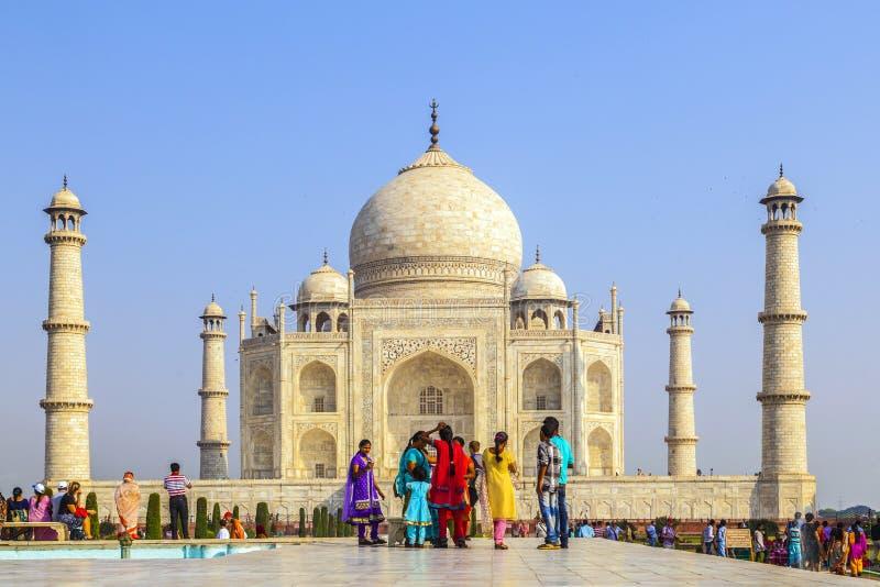Ludzie wizyty Taj Mahal w Agra, obrazy stock