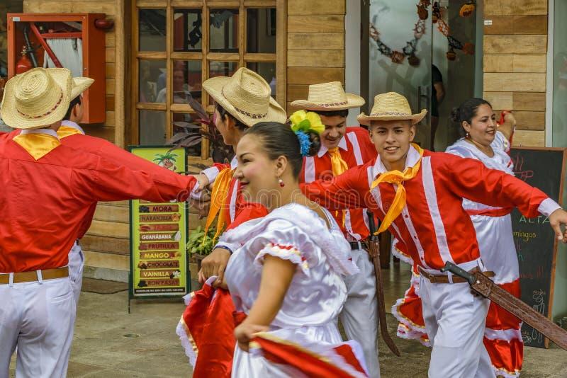 Ludzie z Typowym Kostiumowym tanem, Bucay, Ekwador zdjęcie royalty free