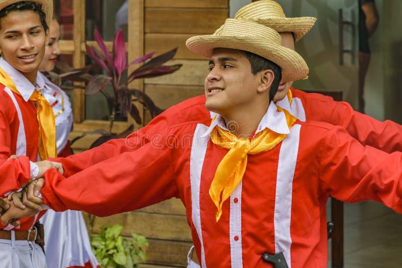 Ludzie z Typowym Kostiumowym tanem, Bucay, Ekwador obraz royalty free