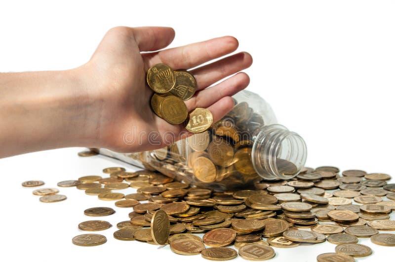 Ludzka ręka nalewa monety obraz stock