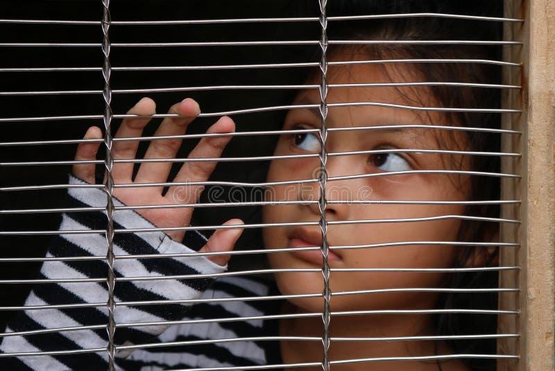 Ludzki kupczyć, Azjatyccy dziewczyn dzieci w klatce zdjęcia stock