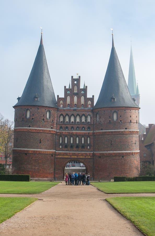 Luebeck, Германия Ворота Holstentor Holsten, место всемирного наследия ЮНЕСКО ворот города стоковое фото rf