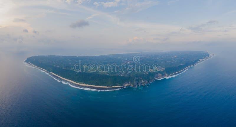 Luftübersicht von oben nach Peninsula Bukit in Bali, Indonesien stockbild