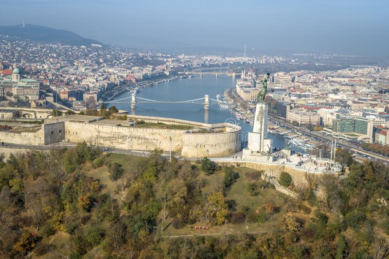 Luft-Citadell sonniger klarer Himmel blauen Himmels Budapests lizenzfreie stockfotografie