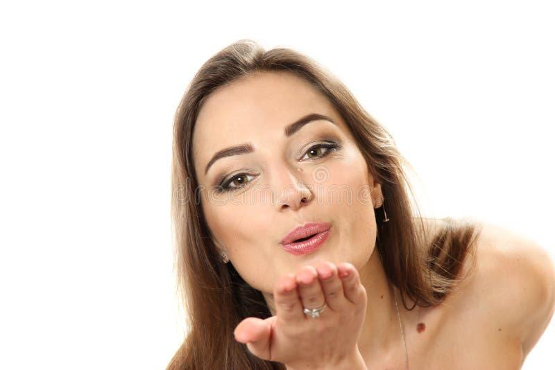 Luft-kyss - en horisontalstående av den unga kvinnan fotografering för bildbyråer