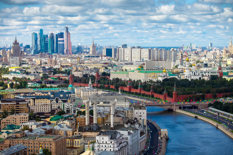 Luft-Moskau-Stadtzentrumpanorama lizenzfreie stockfotos