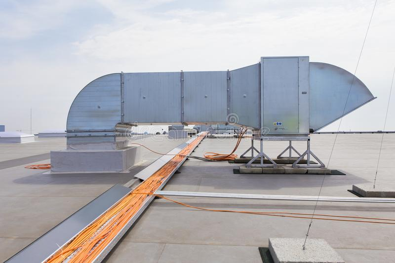 Lufta evakueringssystemet från ett industriellt luftventilationssystem royaltyfri fotografi