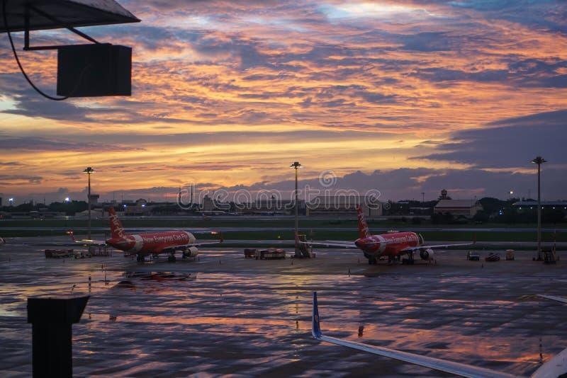 LuftAsien flygplan på Don Mueng Airport, Bangkok, Thailand arkivfoto