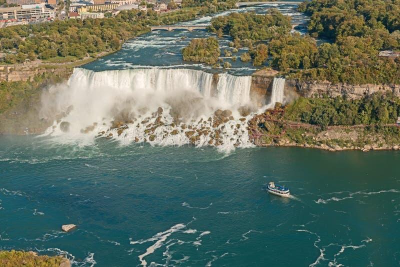 Luftaufnahme über Niagara Falls vom Skylon Kontrollturm lizenzfreie stockfotografie