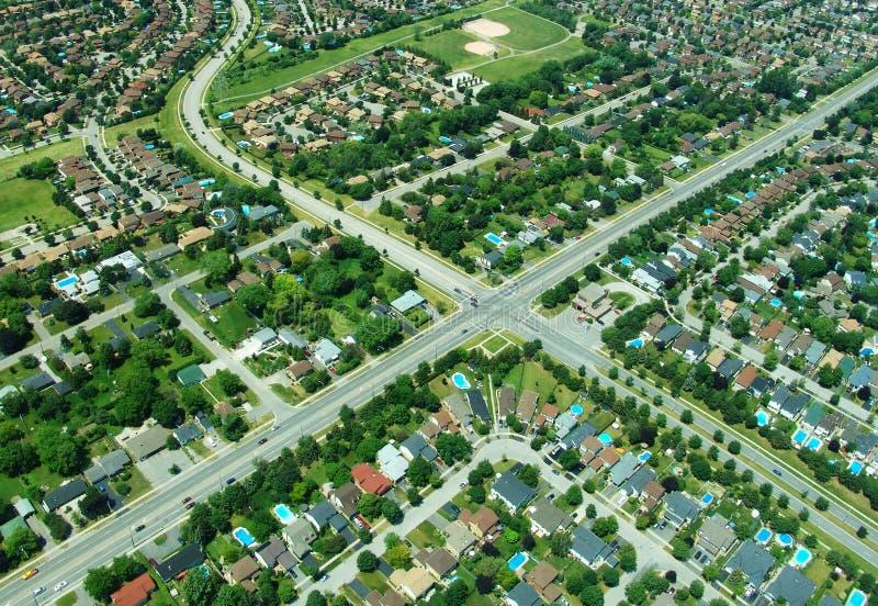 Luftaufnahme des Durchschnitts im Wohngebiet stockbilder