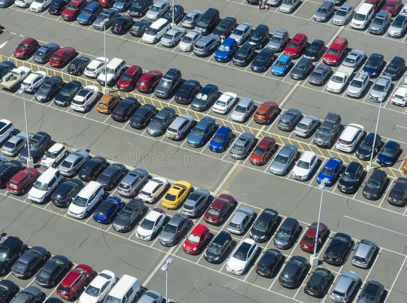 Luftaufnahme des Parkplatzes lizenzfreies stockfoto