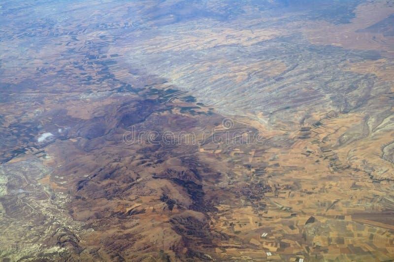Download Luftaufnahme vom Flugzeug stockbild. Bild von montierung - 26355211
