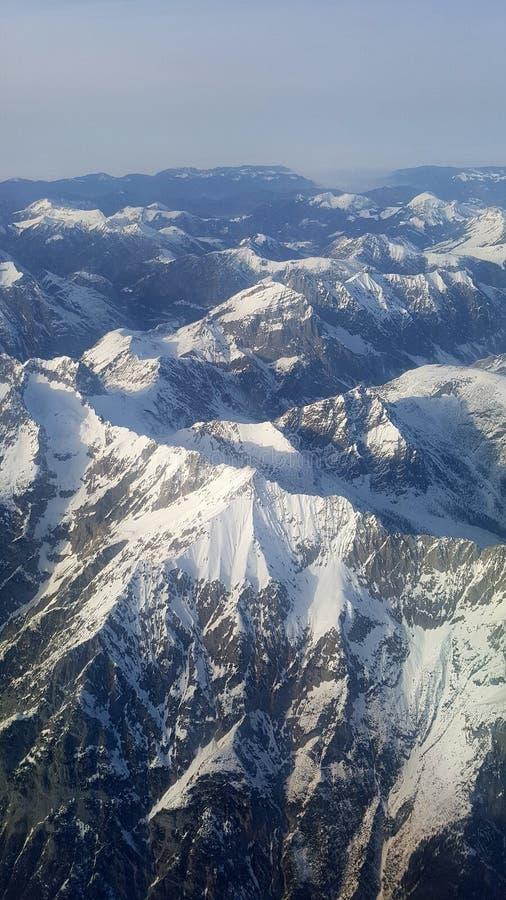 Luftaufnahme von österreichischen Alpen lizenzfreie stockfotografie
