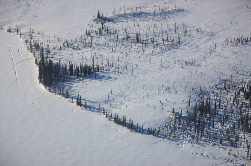 Luftaufnahme von einem gefrorenen See lizenzfreie stockfotos