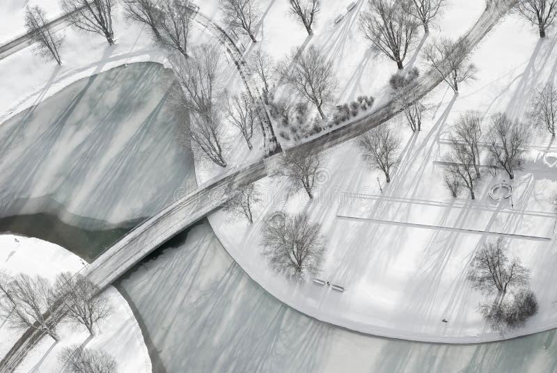 Luftaufnahme von gefrorenem See lizenzfreies stockfoto