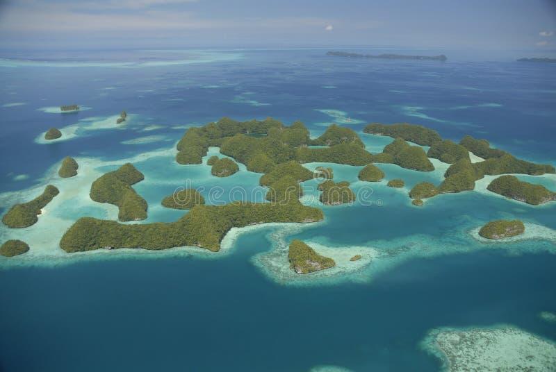 Luftaufnahme von Palaus berühmten siebzig Inseln stockfotografie