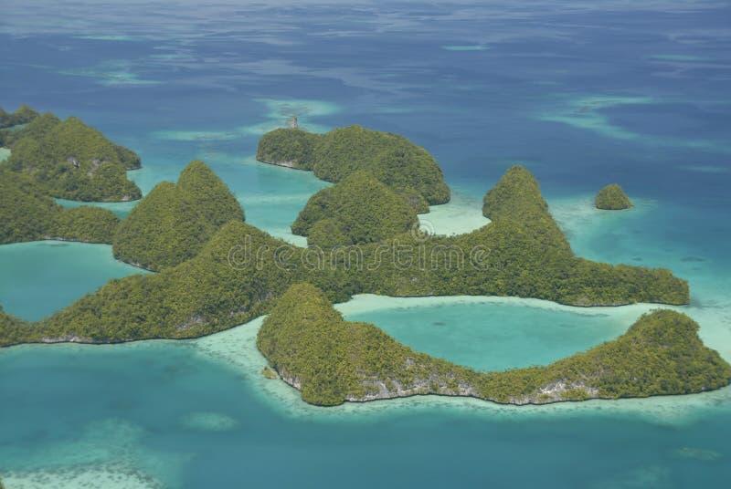 Luftaufnahme von Palaus berühmten siebzig Inseln stockbilder