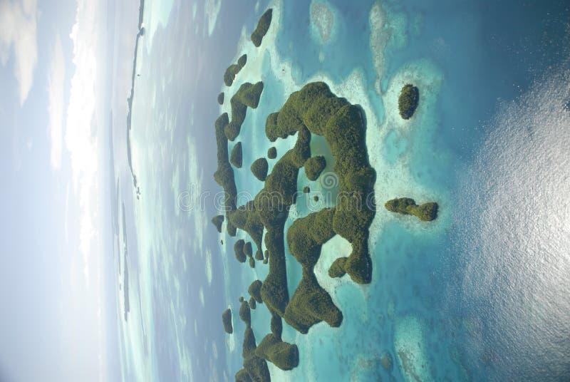 Luftaufnahme von Palaus berühmten siebzig Inseln lizenzfreies stockfoto