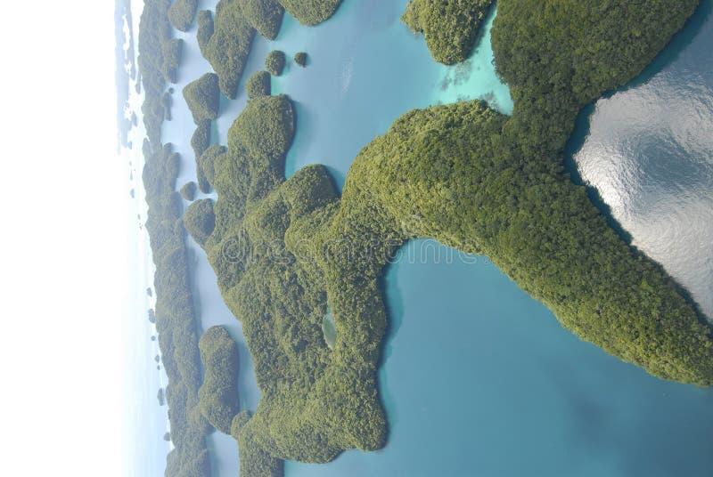 Luftaufnahme von Palaus Felseninseln stockfotografie