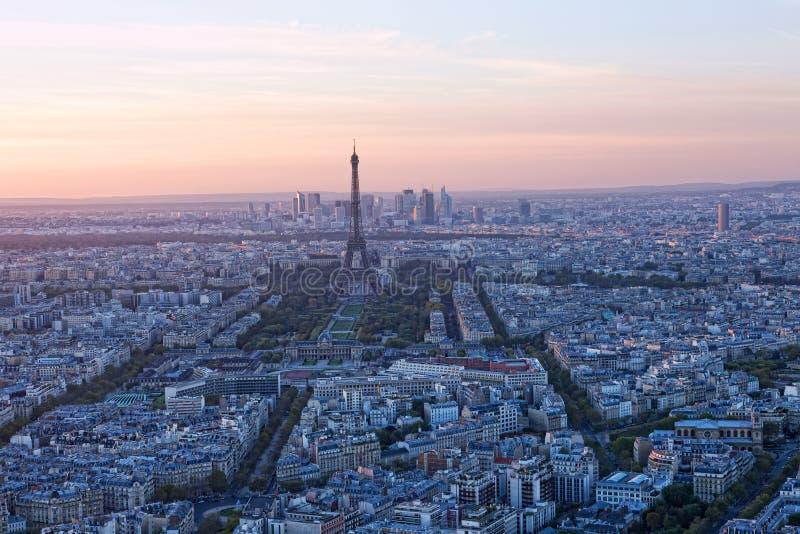 Download Luftaufnahme von Paris stockfoto. Bild von verteidigung - 27729576