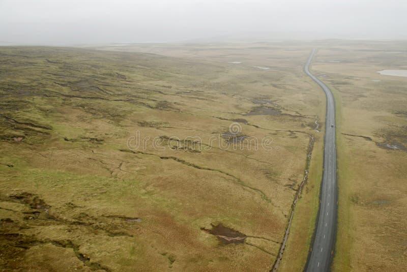 Luftaufnahme zur Straße und zur Landschaft stockfotos