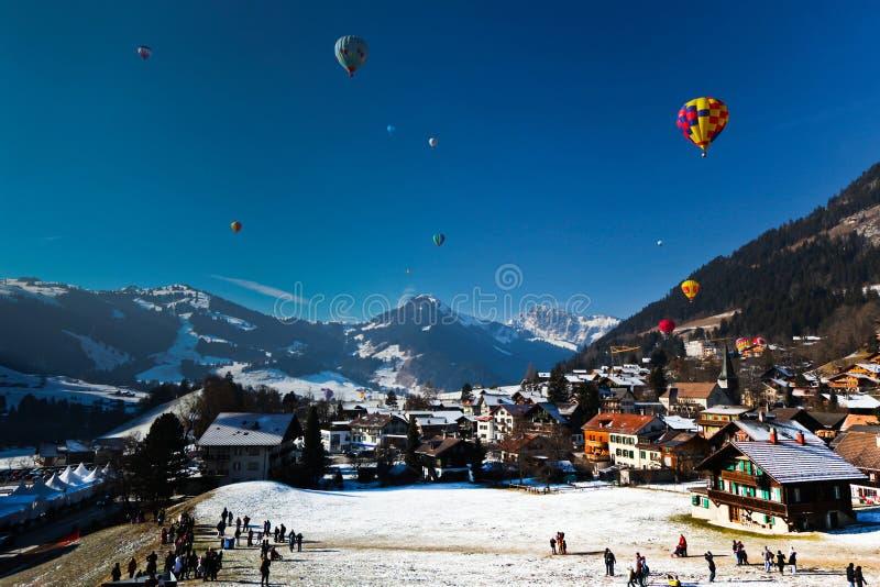 luftballongfestival varma switzerland arkivbild