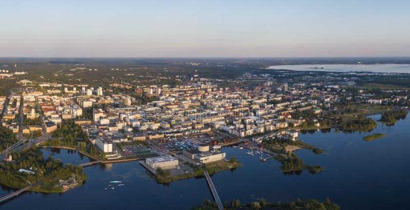 Luftbild der Stadt Oulu in Finnland stockbilder