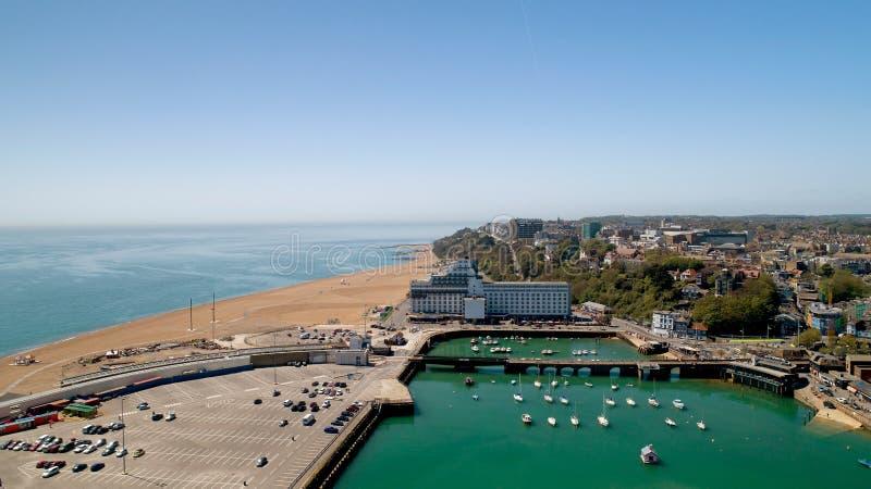 Luftbildfotografie von Folkestone-Stadt, Kent, England stockfotos