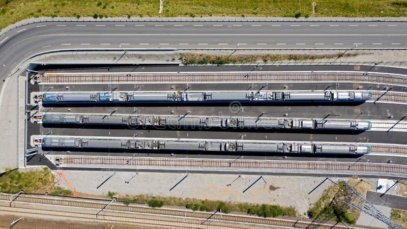 Luftbildfotografie von Z?gen in Folge lizenzfreies stockfoto