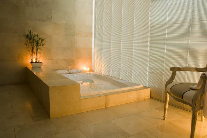 Luftblase-Bad und Kerzen stockfoto