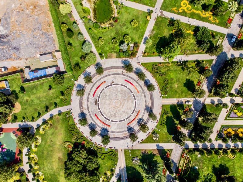 Luftbrummen-Ansicht des 60. Jahr-Parks Goztepe gelegen in Kadikoy, Istanbul stockfoto