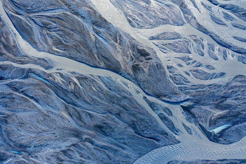 Luftbrummenansicht eines enormen Flussbetts, Island lizenzfreies stockfoto