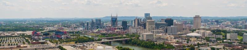 Luftbrummenpanorama Nashville Tennessee und Nissan Stadium lizenzfreies stockbild