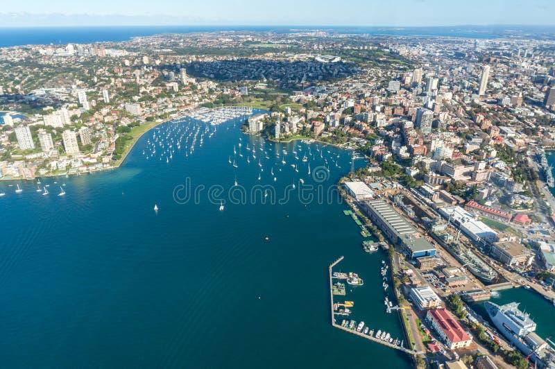 Luftcityledet i Sydney Blackburn Cove, Darling Point och dubbelbukens förorter royaltyfria foton
