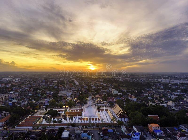 Luftfoto von Wat Phra Mahathat lizenzfreie stockfotos