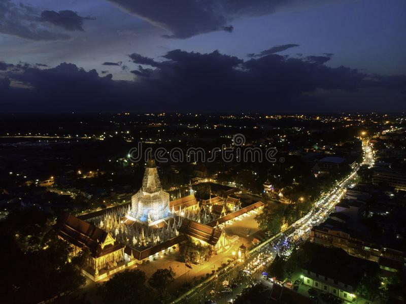Luftfoto von Wat Phra Mahathat Woramahawihan lizenzfreies stockbild