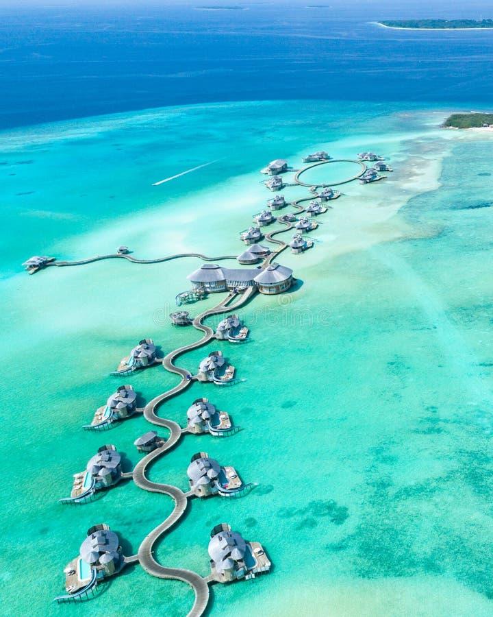 Luftfotografie Von Inseln Mit Hütten, Umgeben Von Wasser Kostenlose Öffentliche Domain Cc0 Bild