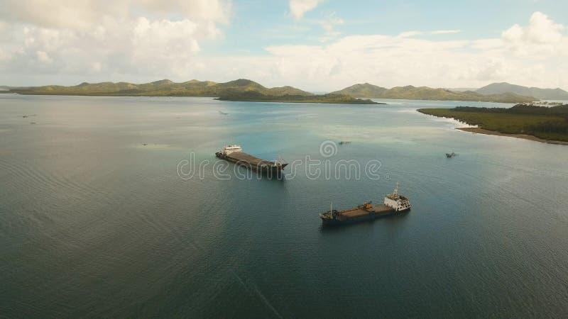Luftfracht- und Passagierschiffe im Meer Philippinen, Siargao lizenzfreie stockbilder